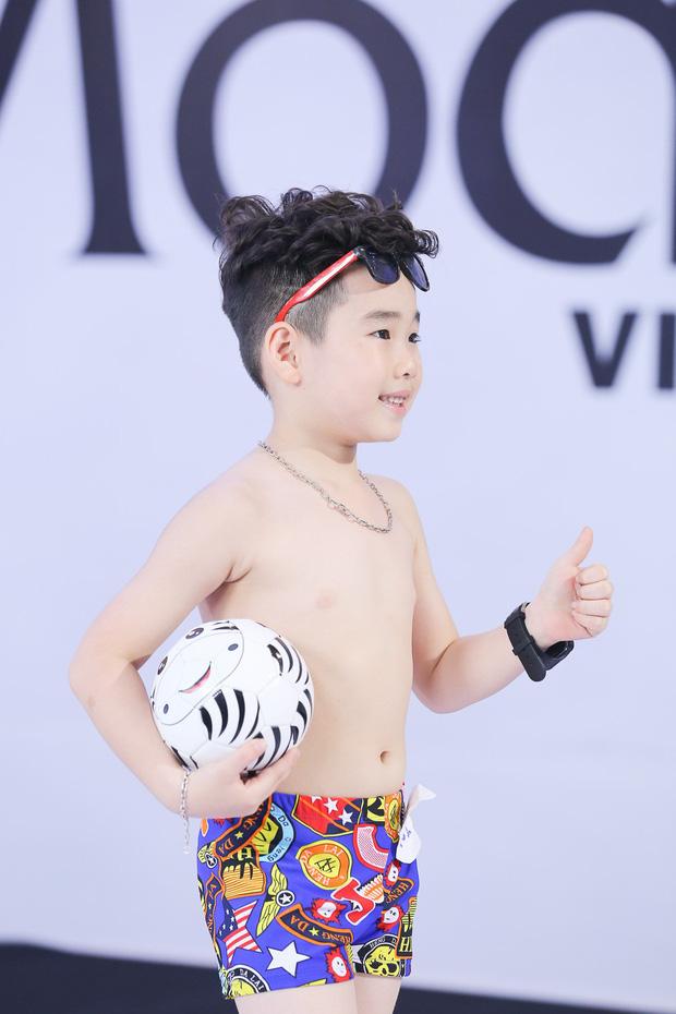 Model Kid: Giám khảo liên tục khó chịu khi thấy thí sinh nhí trang điểm đậm, ăn mặc hở - Ảnh 5.