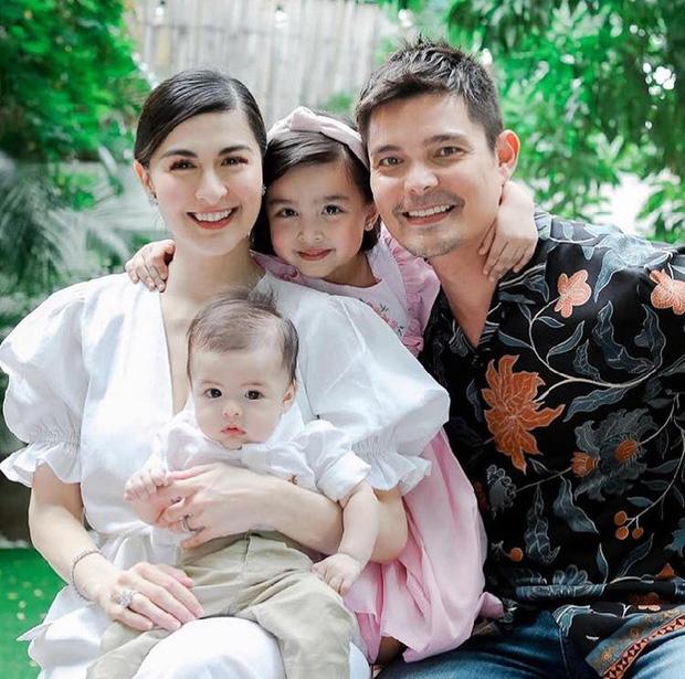 Lễ rửa tội quý tử của Mỹ nhân đẹp nhất Philippines: Nhà 4 người đều đẹp đỉnh cao, con trai ngày càng trổ nét lai như mẹ - Ảnh 1.