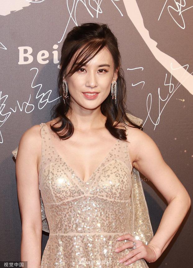 Phạm Băng Băng xuất hiện tại sự kiện chớp nhoáng vẫn giành spotlight, canh tranh gay gắt với Đổng Tuyền, Huỳnh Thánh Y - Ảnh 11.