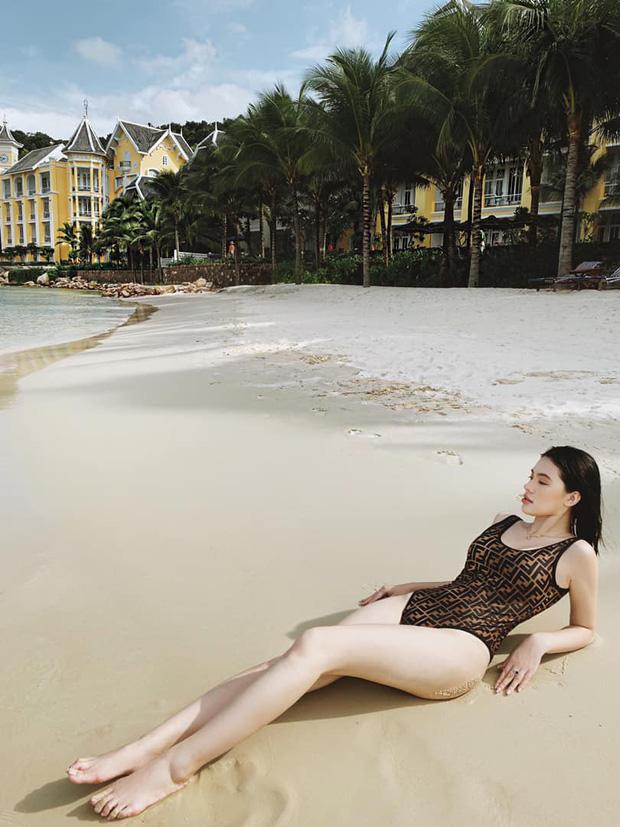 Sao Việt diện bikini: Bích Phương tưởng lép mà có của nả như ai, Min đẹp hút hồn nhưng bất ngờ nhất là Hoàng Thuỳ với nghi án dao kéo vòng 1 - Ảnh 7.