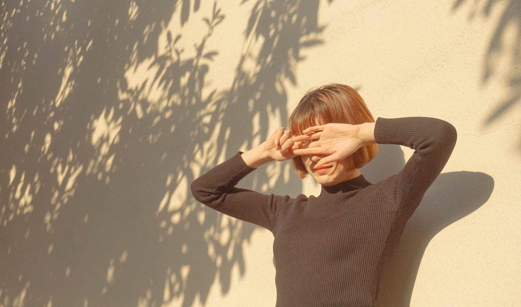 cô gái dưới ánh nắng bí quyết trẻ lâu