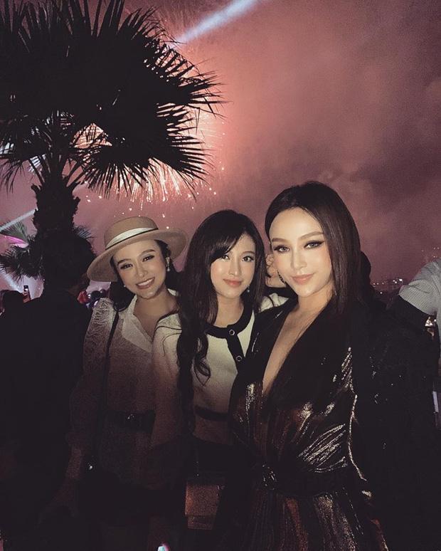 Nhà có ba nàng tiên phiên bản hot girl Việt: Xinh đẹp đã là gì, thi hoa hậu rồi học vấn thạc sĩ tiến sĩ có đủ luôn - Ảnh 2.