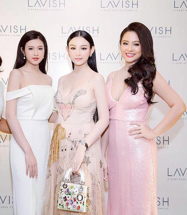 Nhà có ba nàng tiên phiên bản hot girl Việt: Xinh đẹp đã là gì, thi hoa hậu rồi học vấn thạc sĩ tiến sĩ có đủ luôn - Ảnh 3.