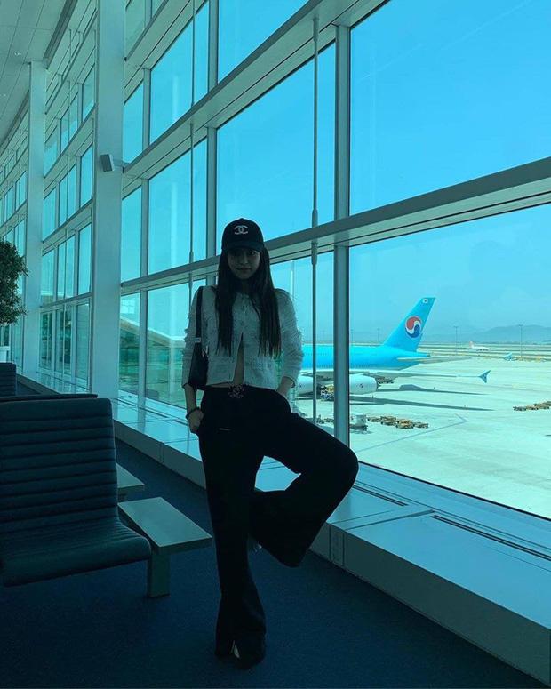 Muôn kiểu tạo dáng độc lạ của Jennie khi đi du lịch, ai còn đang bế tắc lúc chụp ảnh thì thử xem sao - Ảnh 16.