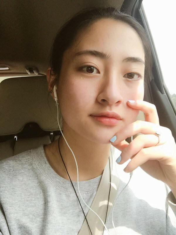 Sống mũi cao thanh tú giúp Thuỳ Linh ghi điểm dù không cần makeup cầu kỳ.