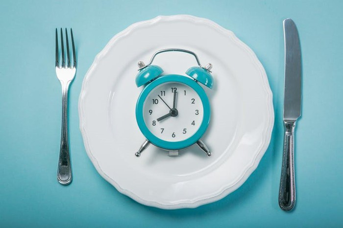 Ai không phù hợp với giảm cân bằng 'nhịn ăn gián đoạn'?