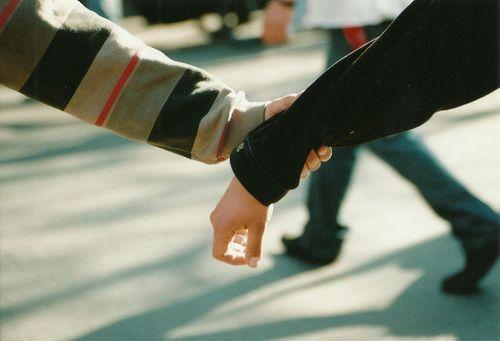 Tìm thấy nhau nơi dòng đời tấp nập