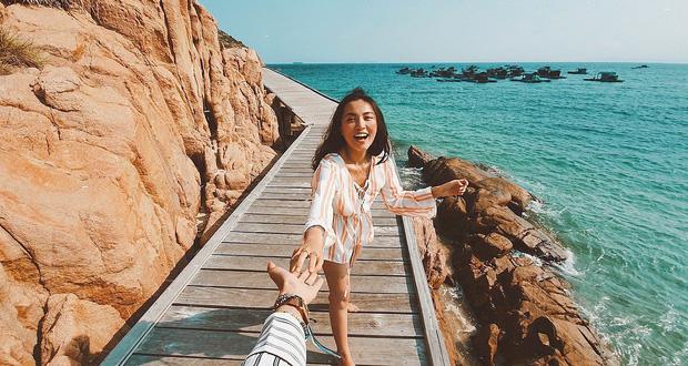 Đi biển nhưng sợ thảm cảnh chụp ảnh sến như bìa lịch? Học ngay cẩm nang pose dáng của Hà Trúc để mặn mòi từ da dẻ nhé! - Ảnh 11.
