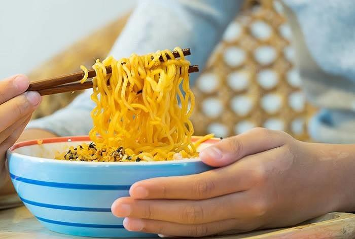 Ăn mỳ tôm hại khủng khiếp thế này, 'các vàng' cũng tránh cho xa