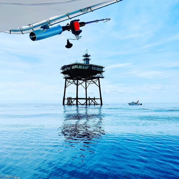 Rùng mình với trải nghiệm ở khách sạn nguy hiểm nhất thế giới, nằm trơ trọi ở độ cao 27m so với mặt nước biển - Ảnh 3.