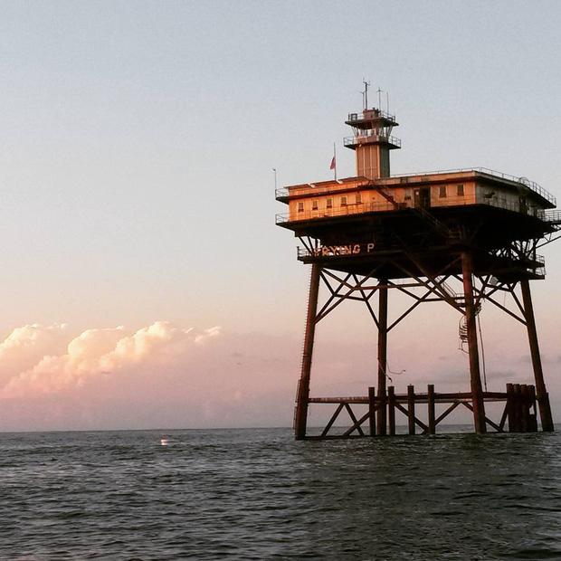 Rùng mình với trải nghiệm ở khách sạn nguy hiểm nhất thế giới, nằm trơ trọi ở độ cao 27m so với mặt nước biển - Ảnh 1.
