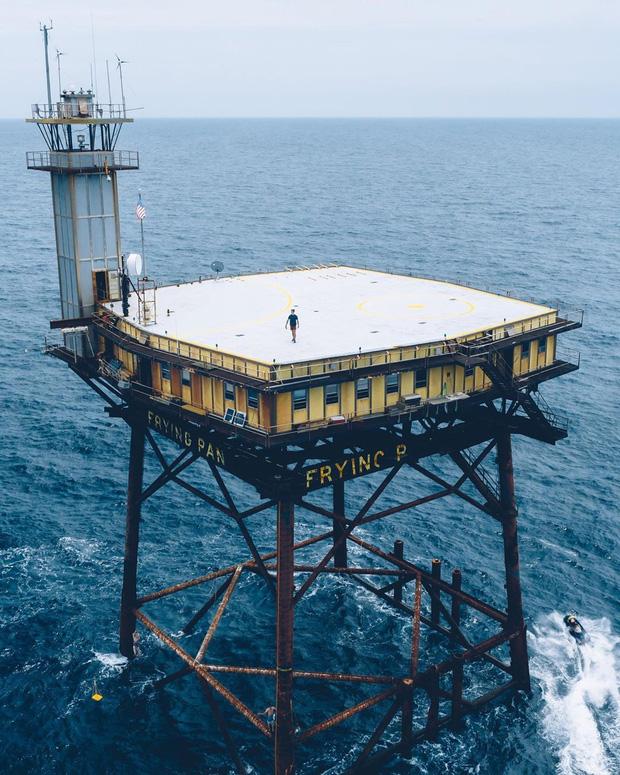 Rùng mình với trải nghiệm ở khách sạn nguy hiểm nhất thế giới, nằm trơ trọi ở độ cao 27m so với mặt nước biển - Ảnh 2.
