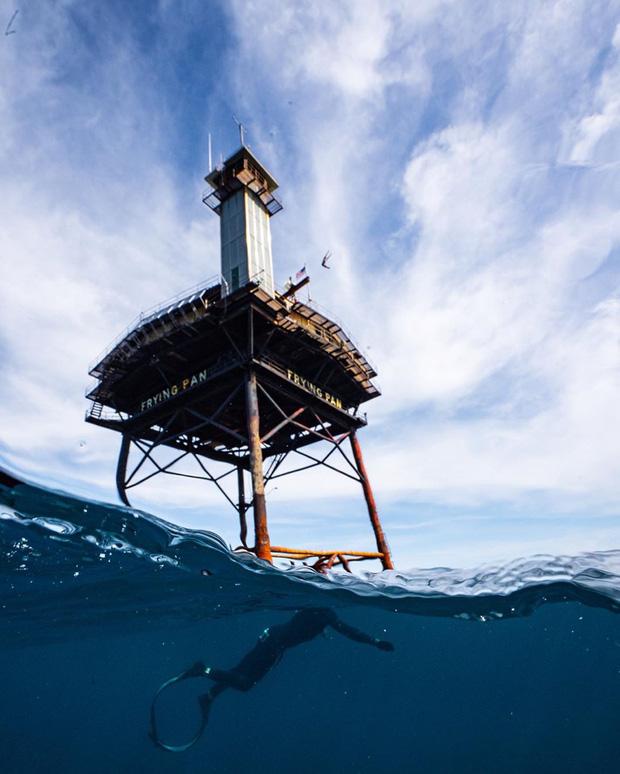 Rùng mình với trải nghiệm ở khách sạn nguy hiểm nhất thế giới, nằm trơ trọi ở độ cao 27m so với mặt nước biển - Ảnh 7.