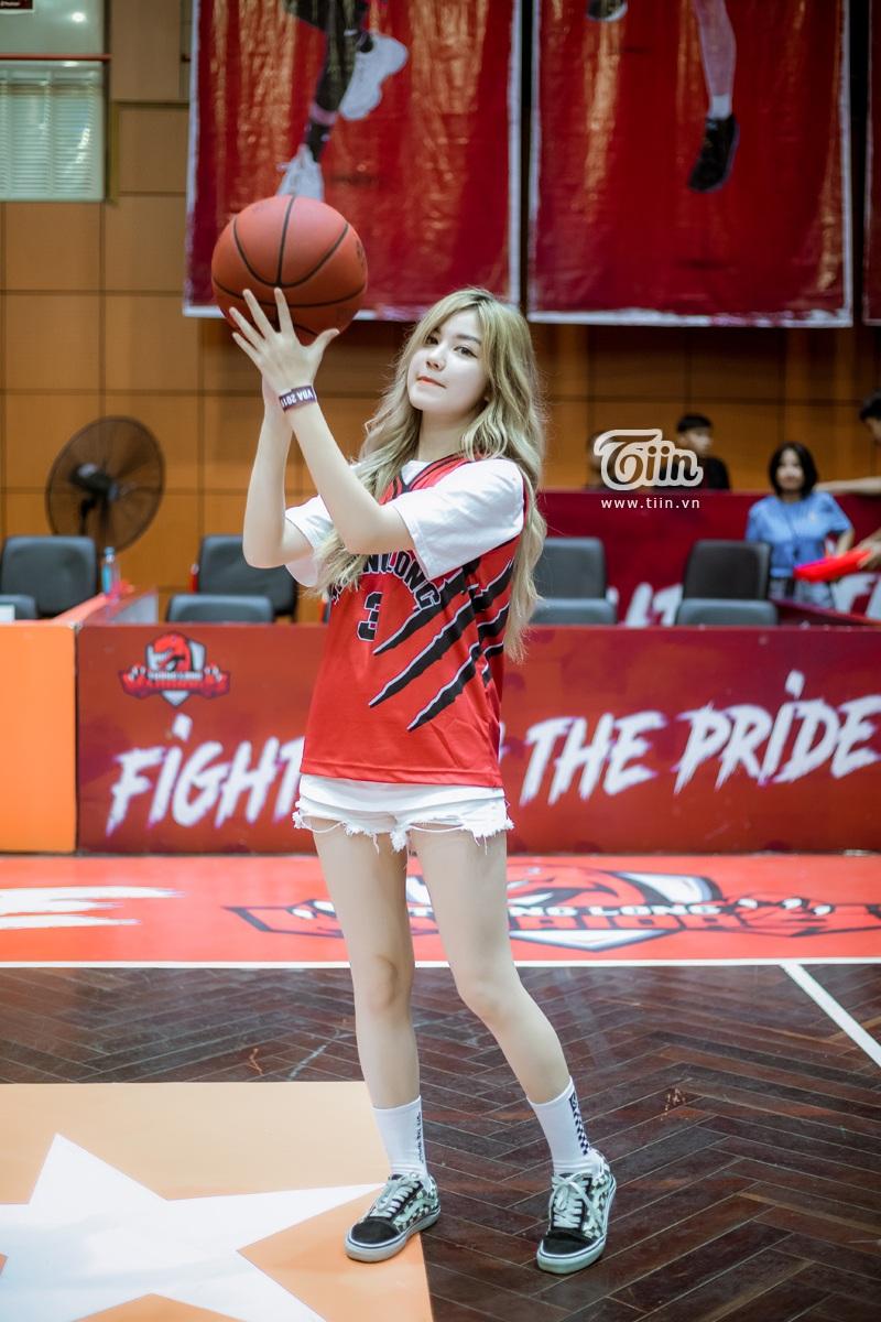 Hotgirl An Japan xinh đẹp thu hút mọi ánh nhìn khi đến sân cổ vũ Thang Long Warriors 4