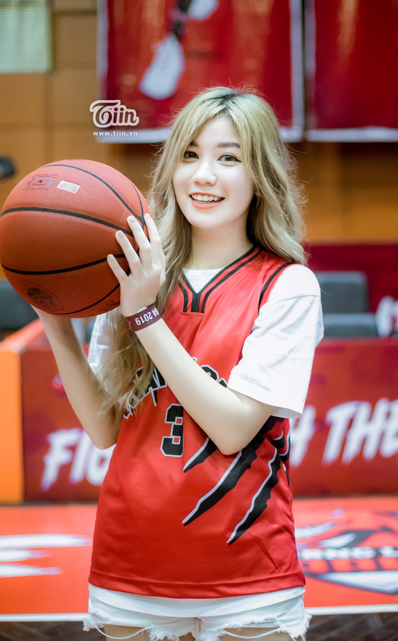 Hotgirl An Japan xinh đẹp thu hút mọi ánh nhìn khi đến sân cổ vũ Thang Long Warriors 1