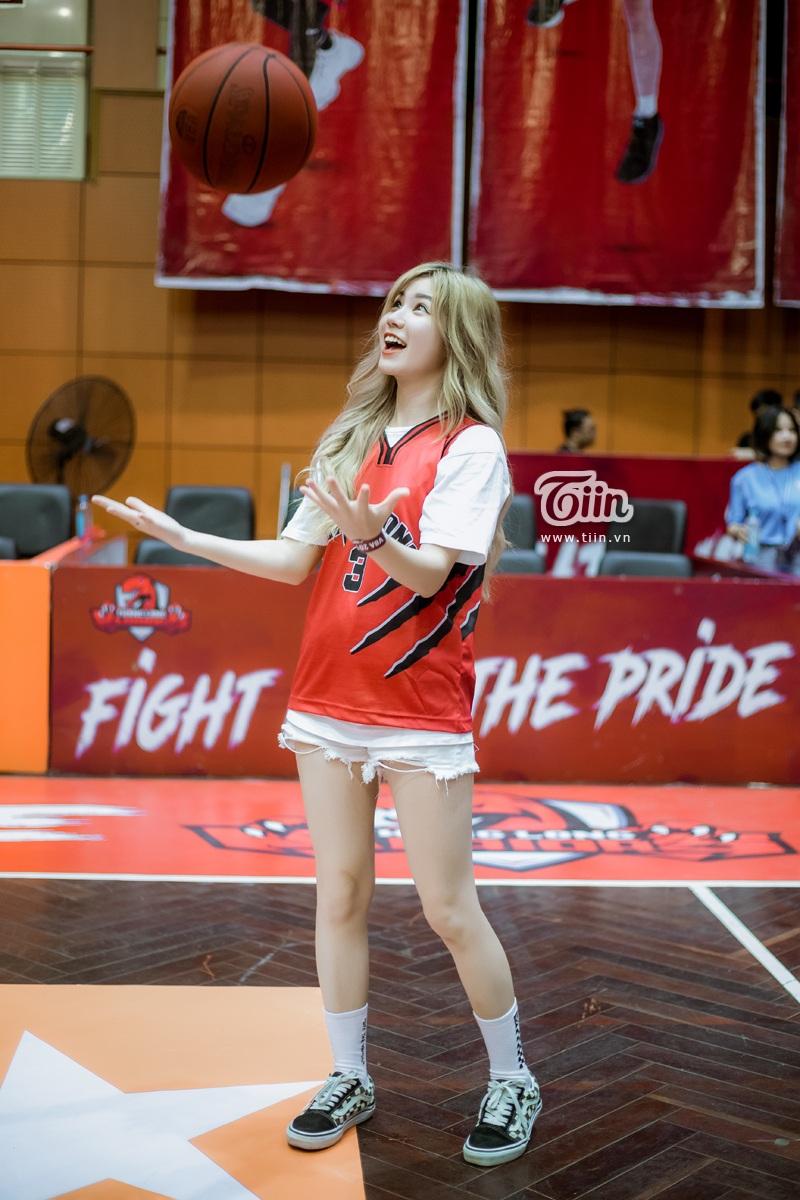 Hotgirl An Japan xinh đẹp thu hút mọi ánh nhìn khi đến sân cổ vũ Thang Long Warriors 5