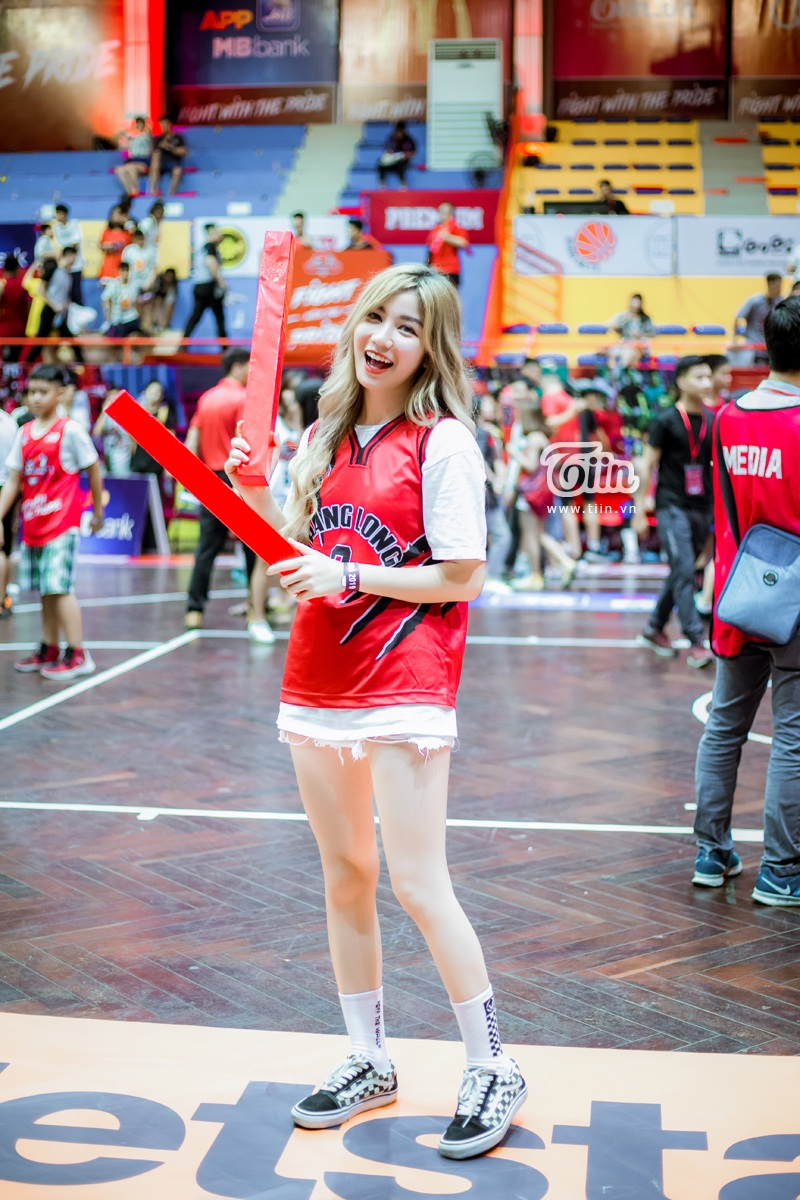 Hotgirl An Japan xinh đẹp thu hút mọi ánh nhìn khi đến sân cổ vũ Thang Long Warriors 8