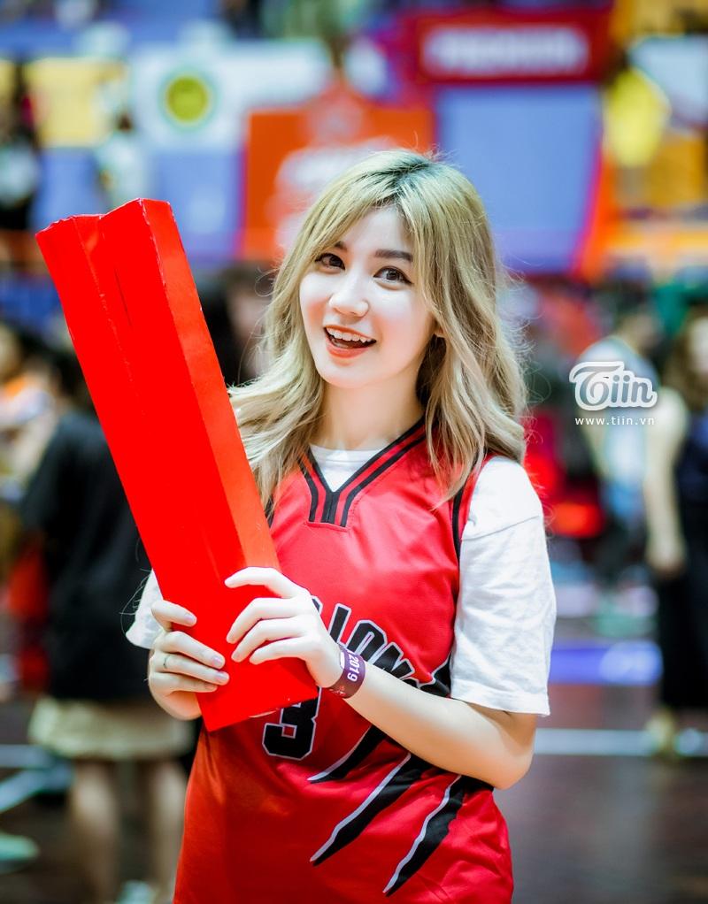 Hotgirl An Japan xinh đẹp thu hút mọi ánh nhìn khi đến sân cổ vũ Thang Long Warriors 7