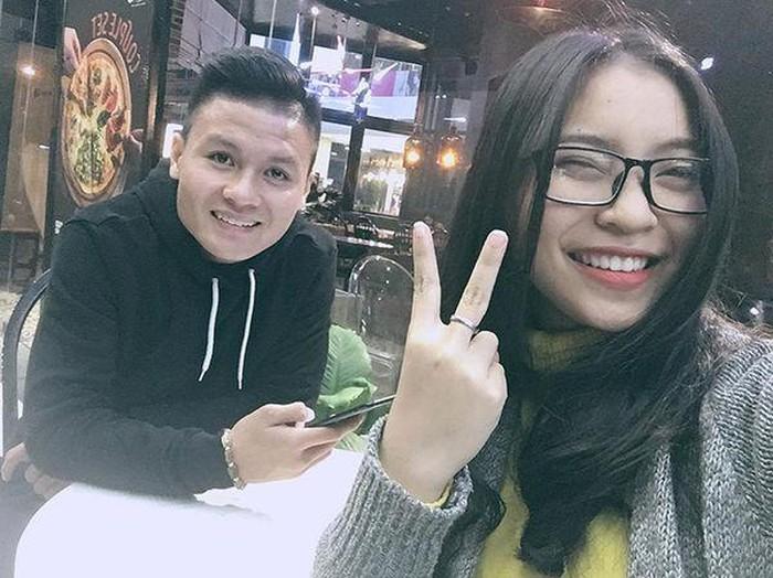 Bạn gái Quang Hải là Nhật Lê hay… 'máy bay bà già'?