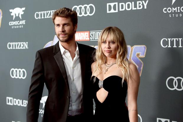 Sốc: Bạn bè của Liam Hemsworth tiết lộ nam diễn viên thường xuyên bị Miley Cyrus nhục mạ - Ảnh 1.