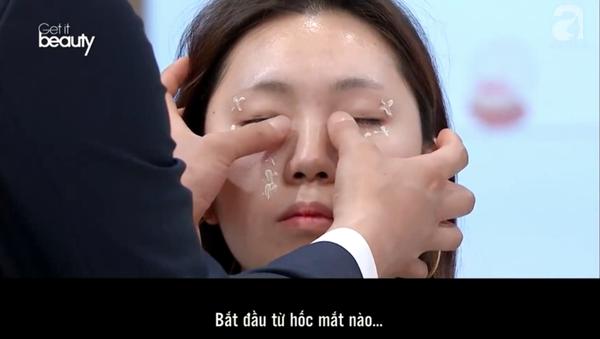 Mẹo hay ít ai biết khi dùng kem dưỡng mắt: Bôi theo hình chữ S vừa nâng cơ lại giúp khuôn mặt trẻ ra vài tuổi  - Ảnh 4.