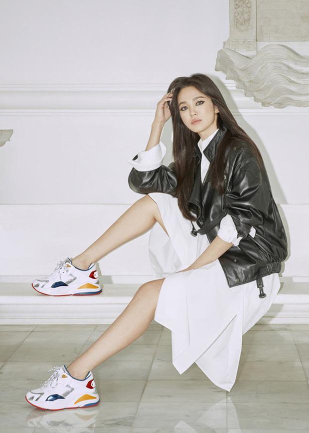 Song Hye Kyo lần đầu tung bộ ảnh hậu ly hôn: Quyền lực, lột xác cá tính lạ thường nhưng lại bất ngờ bị netizen chê - Ảnh 1.