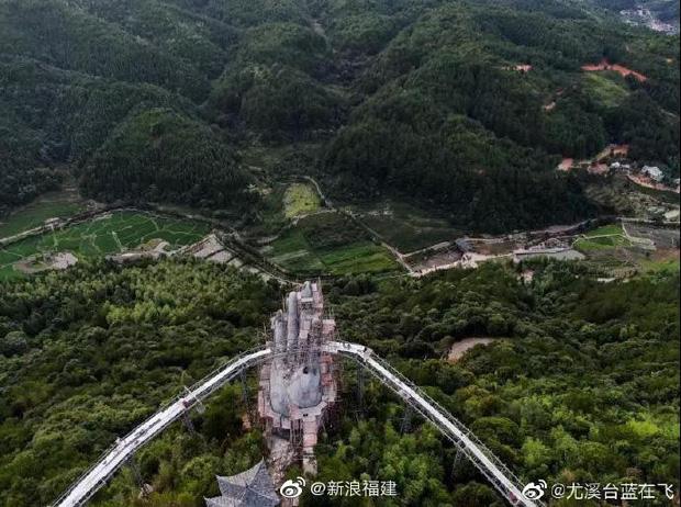Cây cầu mới khai trương tại Trung Quốc trông y chang Cầu Vàng Việt Nam - Ảnh 4.