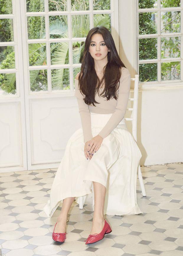 Song Hye Kyo lần đầu tung bộ ảnh hậu ly hôn: Quyền lực, lột xác cá tính lạ thường nhưng lại bất ngờ bị netizen chê - Ảnh 2.