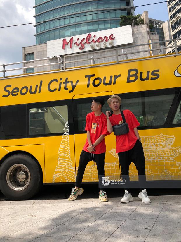 Độc quyền: Không chỉ trên sân khấu, Jack và K-ICM bình thường cũng liên tục diện đồ đôi, có nhiều cử chỉ cực thân thiết tại Hàn Quốc - Ảnh 4.