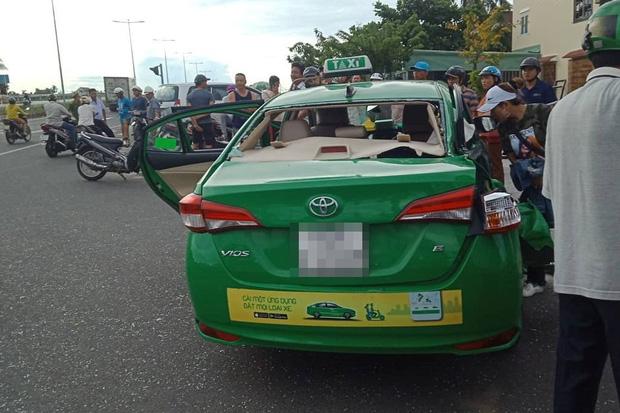 Taxi Mai Linh va chạm với xe tải khi chạy hướng bãi biển Cửa Đại về Hội An, 1 hành khách tử vong - Ảnh 1.