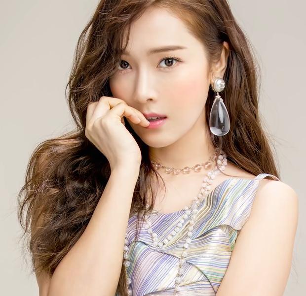 Rời vòng tay của SM, Jessica bị hai công ty quản lý Trung Quốc kiện đòi bồi thường hơn 38 tỷ đồng - Ảnh 1.