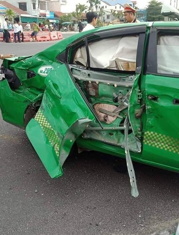 Taxi Mai Linh va chạm với xe tải khi chạy hướng bãi biển Cửa Đại về Hội An, 1 hành khách tử vong - Ảnh 3.