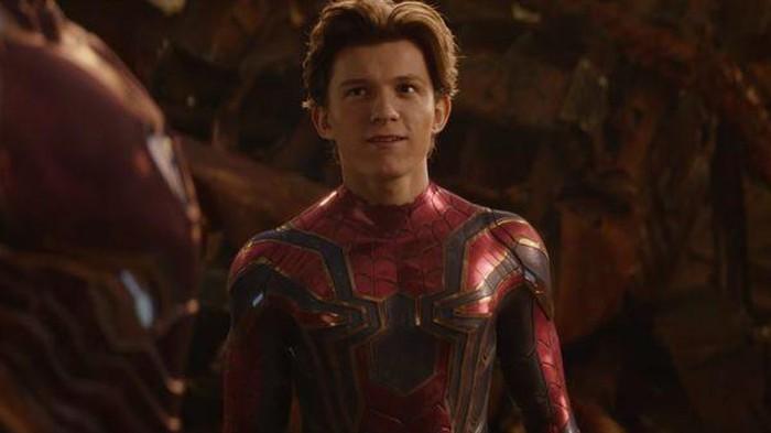 Xúc động trước 2 khoảnh khắc của Spider-man và Tony Stark trong Avengers như lời tiên đoán 'Nhện Nhọ' rời xa MCU