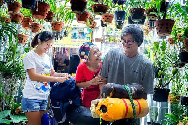 Ngưỡng mộ tình yêu đẹp của vợ chồng phượt thủ U70 và lời hứa 'cùng nhau đi hết Việt Nam' - Ảnh 3.