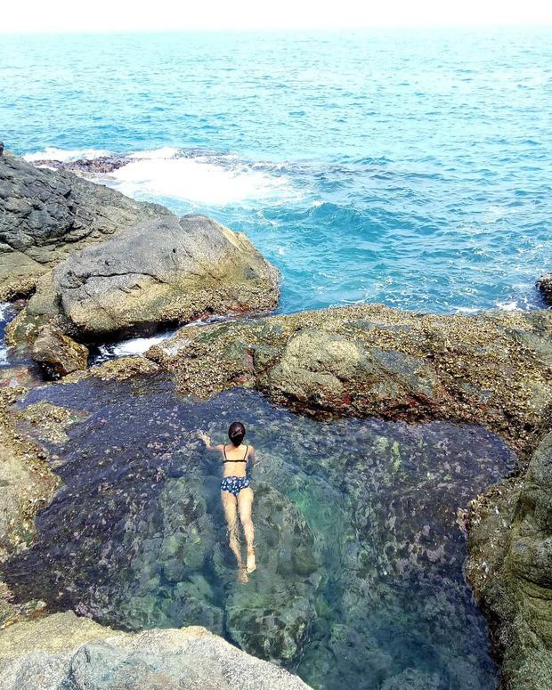 Đà Nẵng xuất hiện hồ bơi giữa biển đẹp y hệt nước ngoài, dân tình hớn hở rủ nhau đi sớm trước khi ai cũng biết chỗ này - Ảnh 4.