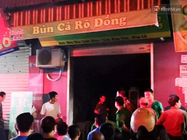 Cháy kiot chân toà nhà, hàng trăm người dân chung cư Kim Văn - Kim Lũ hoảng hốt tháo chạy - Ảnh 1.