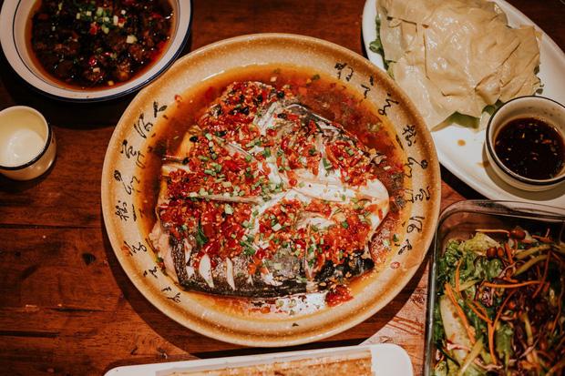 Ở Việt Nam và nước ngoài, nên ăn hết suất hay để thừa lại chút đồ trên đĩa mới là lịch sự? - Ảnh 5.