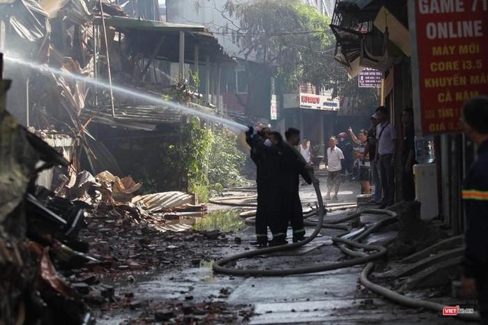 Vụ cháy Công ty Rạng Đông: Người dân lo sợ nguy cơ nhiễm độc