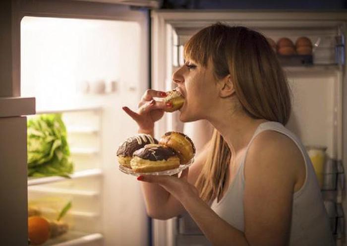 Điều gì xảy ra khi bạn thường xuyên ăn đêm?