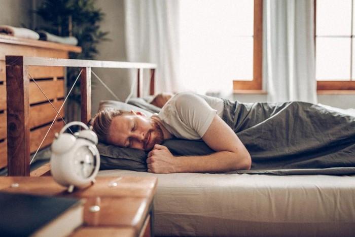 Nguy cơ đau tim cao hơn ở những người ngủ quá ít hoặc quá nhiều
