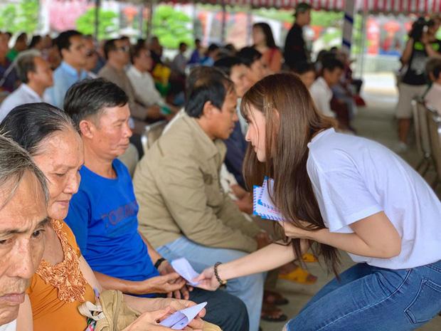 Sau hàng loạt ồn ào, Kin Nguyễn lần đầu xuất hiện với động thái gây sốt với con trai Thu Thủy tại lễ khai giảng - Ảnh 4.