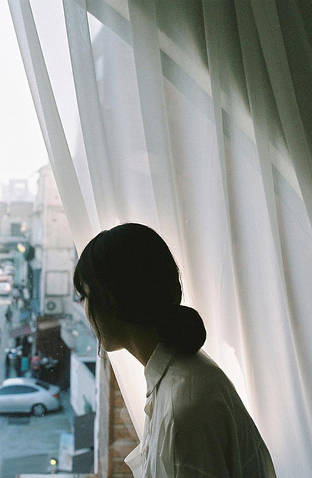 Tại sao chúng ta cứ phải chọn cách rời xa nhau?