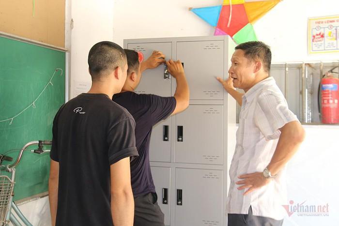 3 người đàn ông góp sức mở thư viện hàng nghìn cuốn sách cho học sinh nghèo