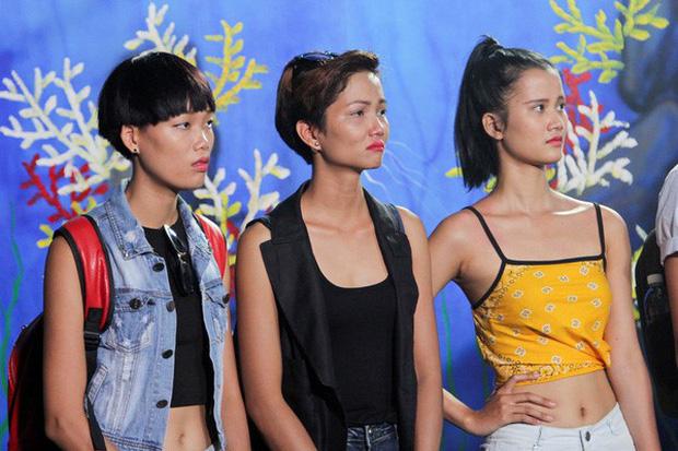 Thời thế thay đổi, Hương Ly hội ngộ đối thủ 1 thời HHen Niê tại Hoa hậu Hoàn vũ Việt Nam! - Ảnh 1.