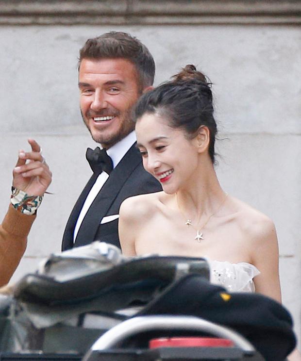 Lộ ảnh hậu trường David Beckham kết hôn với Angela Baby, nhan sắc mỹ nhân Cbiz gần lấn át cả danh thủ đình đám - Ảnh 2.
