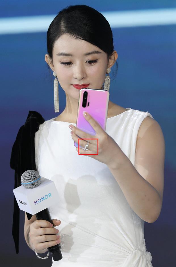 Triệu Lệ Dĩnh khoe series ảnh mặt mộc nhưng câu hỏi lớn nhất của netizen lại là Nhẫn cưới đâu rồi? - Ảnh 7.