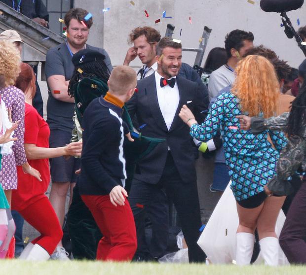 Lộ ảnh hậu trường David Beckham kết hôn với Angela Baby, nhan sắc mỹ nhân Cbiz gần lấn át cả danh thủ đình đám - Ảnh 4.