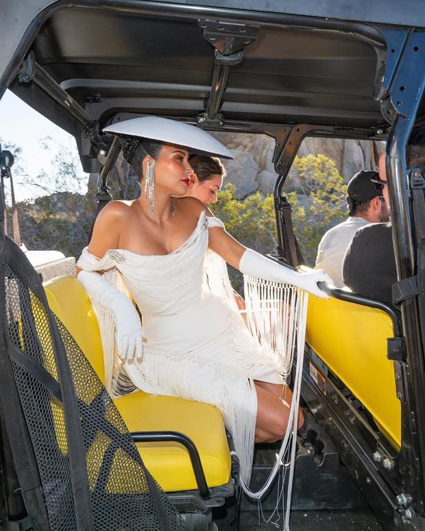 Kim Kardashian gây bão với bộ ảnh quý phái khác lạ, đốt mắt với siêu vòng 1 o ép và thần thái ngút ngàn - Ảnh 4.