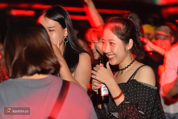 Ngắm loạt ảnh gái xinh kéo hội đi đu đưa lễ Trung Thu, rich kid Tiên Nguyễn bất ngờ lọt ống kính - Ảnh 6.