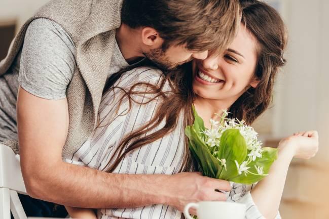 Sự khác nhau giữa đàn ông và phụ nữ khi tìm bạn trăm năm - Ảnh 1